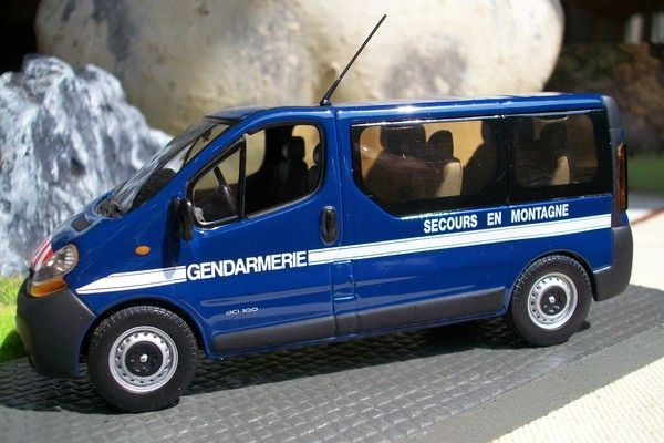 renault trafic secours en montagne vue de cot. Black Bedroom Furniture Sets. Home Design Ideas
